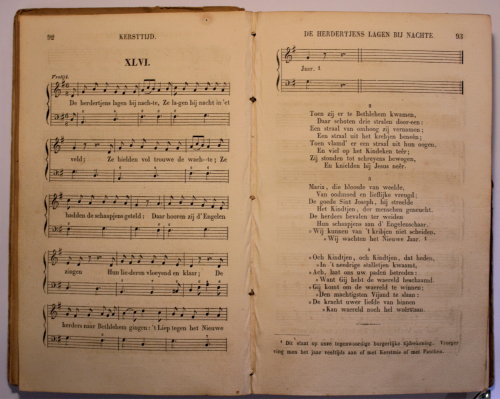 Lyrics and musical notation for 'De herdertjes lagen bij nachte'