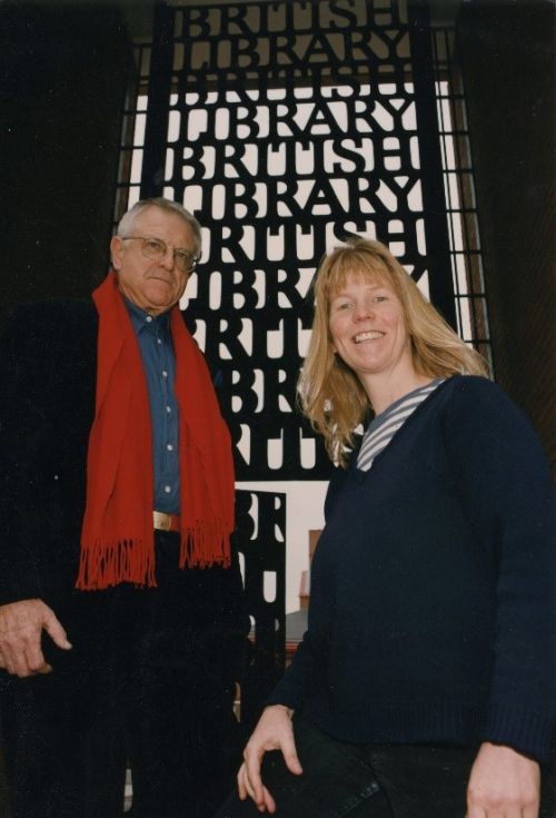 Lida Kindersley with architect Sir Colin Alexander St John (Sandy) Wilson in front of the British Library gates